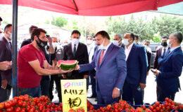 Başkan Gürkan, Kuluncak İlçesinde Esnaf Ve Vatandaşları Ziyaret Etti