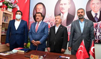 Başkan Gürkan, Hekimhan Ak Parti Ve Mhp İlçe Başkanlığını Ziyaret Etti